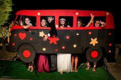 Los photocalls de boda más originales y divertidos - grandes ideas - invitaciones y detalles originales 60s Party, Disco Party, Party Time, Photo Frame Prop, Photo Booth Backdrop, 60s Theme, Happy New Year Photo, Wedding Wall, Photo Corners