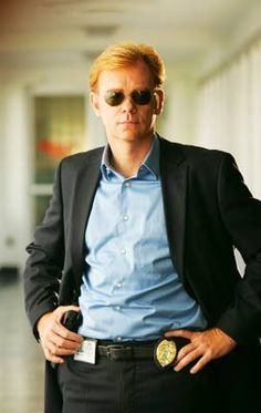 David Caruso - American actor and producer. His most prominent role is the portrayal of Lieutenant Horatio Caine on the TV series CSI: Miami. He has also appeared as Detective John Kelly on the ABC crime drama NYPD Blue David Caruso, Detective Outfit, Police Detective, Detective Costume, John Snow, Lenny Kravitz, Ncis, Les Experts Miami, Nypd Blue