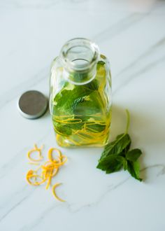 How to Infuse Oil 2 Ways (  DIY Nutty Coffee Body Oil) | http://hellonatural.co/how-to-infuse-body-oil-2-ways/