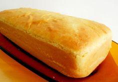 O Pão de Forma Caseiro é muito econômico, fofinho e saboroso. Ele combina com tudo: frios, manteiga, geleia, requeijão e o que mais você desejar. Faça para Pizza Express, Hot Dog Buns, Cornbread, Bread Recipes, Waffles, Ethnic Recipes, Google, Kitchen, Onion Bread