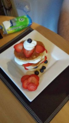 A delicious, classic berries and cream recipe #prizepancake #pancakes