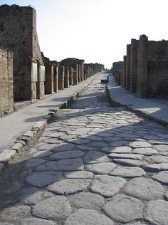 The ancient ruins of Pompeii, ITALY. Pompeii Ruins, Pompeii Italy, Pompeii And Herculaneum, Ancient Ruins, Ancient Rome, Roman Architecture, Ancient Architecture, Architecture Design, Places To Travel