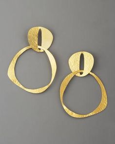 Double-Circle Earrings by Herve Van Der Straeten at Bergdorf Goodman. Contemporary Jewellery, Modern Jewelry, Metal Jewelry, Jewelry Art, Gold Jewelry, Fashion Jewelry, Jewlery, Bijoux Design, Schmuck Design