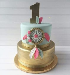 pow wow cake. Beautiful gold and mint boho chic cake. Love this gold tribal party cake!