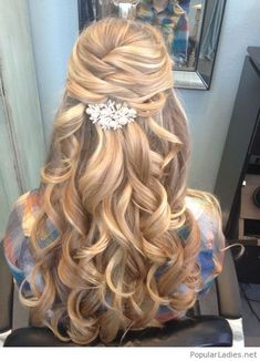 blonde-curls-half-up-hairstyle-with-an-amazing-hair-accessory-for-the-bride