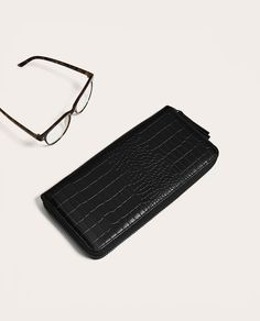 Image 5 of BLACK OVERSIZED WALLET WITH REPTILE EMBOSSING from Zara