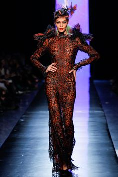 Jean Paul Gaultier Spring 2014 Couture - Runway Photos - Fashion Week - Runway, Fashion Shows and Collections - Vogue Haute Couture Looks, Style Couture, Haute Couture Fashion, Fashion Week Paris, Fashion Show, Runway Fashion, Fashion Trends, Spring Couture, Couture Week