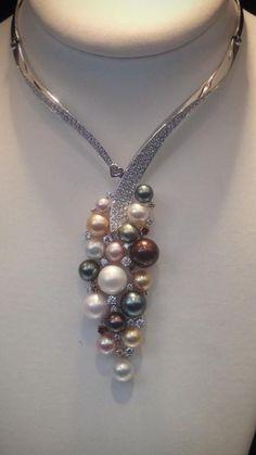 SCAVIA - Amazing Pearls and Diamonds necklace.