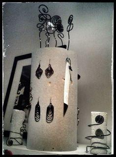 """Orecchini, anelli, bracciali e fermacapelli in rame collezione """"fatto a mano""""."""