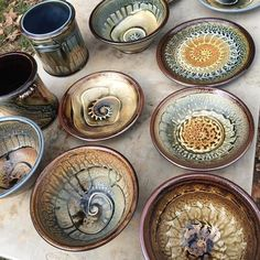pottery ideas for beginners Raku Pottery, Pottery Plates, Glazes For Pottery, Thrown Pottery, Slab Pottery, Ceramic Clay, Ceramic Painting, Ceramic Bowls, Stoneware Clay