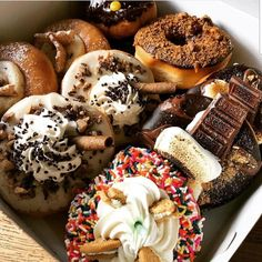 Arrestingly Good Donuts Christine Nordstrom, the owner of Sift Bakehouse, opened Five-O Donut Co. Delicious Donuts, Delicious Desserts, Dessert Recipes, I Love Food, Good Food, Yummy Food, Weird Food, Food Goals, Cafe Food