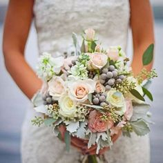 New diy wedding venue decorations beautiful Ideas Vintage Bridal Bouquet, Vintage Wedding Centerpieces, Vintage Wedding Flowers, Wedding Venue Decorations, Bridal Shower Decorations, Bridal Flowers, Flower Bouquet Wedding, Romantic Flowers, Flower Bouquets