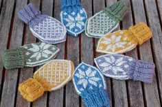 So sweet-love the colors. Knitted Mittens Pattern, Crochet Gloves, Knit Mittens, Mitten Gloves, Knitting Patterns, Knit Crochet, Diy Projects To Try, Crochet Projects, Knitwear Fashion