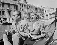 Humphrey Bogart & Lauren Bacall riding a gondola in Venice, Italy. Hollywood Couples, Hollywood Stars, Classic Hollywood, Old Hollywood, Celebrity Couples, Classic Movie Stars, Classic Movies, Bogie And Bacall, Carole Lombard