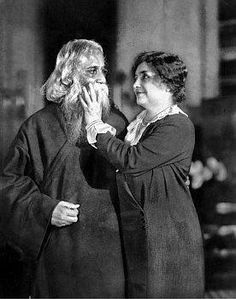 Bengali poet and writer Rabindranath Tagore is greeted by (blind American writer) Helen Keller. Rare Images, Rare Pictures, Rare Photos, Vintage Photographs, Vintage Photos, Rabindranath Tagore, Helen Keller, Tolkien, Rare Historical Photos