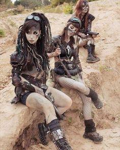 Post-Apocalyptic Fashion — postapocalyptic-world: Wasteland Beauties Shot. Post Apocalyptic Girl, Post Apocalyptic Costume, Post Apocalyptic Clothing, Cyberpunk, Post Apocalypse, Apocalypse Fashion, Mode Steampunk, Steampunk Fashion, Morgana Le Fay