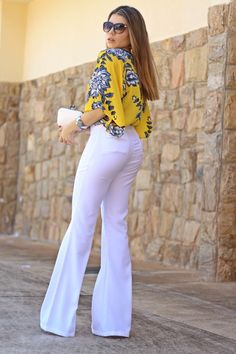 Jumpsuit fashion - 96 Ways to wear white jeans for distinctively stylish looks jeans outfits fashion style women remember org Flare Jeans Outfit, Jeans Outfit Summer, Summer Outfits, Summer Jeans, Look Fashion, Fashion Outfits, Womens Fashion, Fashion Ideas, Classy Outfits