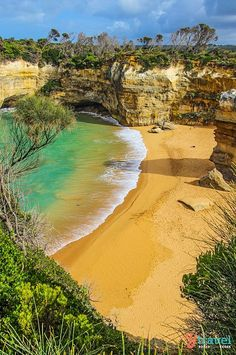 4 Places to Visit in Australia during the Mantra Boxing Day Sale! Loch Ard Gorge on the Great Ocean Road. One of the best places to visit in Australia. See inside for hotel deals and tips on what to do along the Great Ocean Road. Outback Australia, Visit Australia, Australia Travel, Western Australia, Australia Visa, Places To Travel, Places To See, Travel Destinations, Parc National