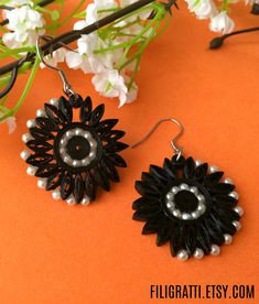 These feminine black earrings will make a bold statement everytime you wear them. Pair them with jeans or an evening dress, they'll look equally stunning. Quilling Work, Paper Quilling Jewelry, Quilling Earrings, Quilling Paper Craft, Paper Earrings, Quilling Flowers, Paper Jewelry, Paper Beads, Flower Earrings