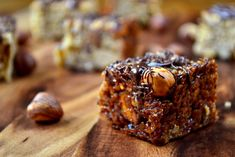 Chocolate and Hazelnut Flapjacks - Indulgent flapjack recipe, made with crunchy roasted hazelnuts and topped with a drizzle of dark chocolate. Eggless Brownie Recipe, Brownie Recipes, Cake Recipes, Dessert Recipes, How To Roast Hazelnuts, Flapjack Recipe, Cookie Cake Pie, Chocolate Hazelnut, Desert Recipes