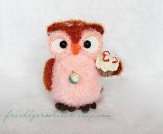 Owl with cupcake crocheted MADE TO ORDER door freshlycrocheted