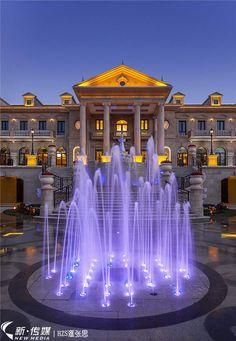 徐州天虹龙廷润园 Modern Water Feature, Fountain Lights, Palace Hotel, Landscape Lighting, Water Features, Scenery, Water Fountains, Exterior, Mansions