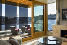 Luxurious Floating Home Makes the Most of Its Small Footprint ...