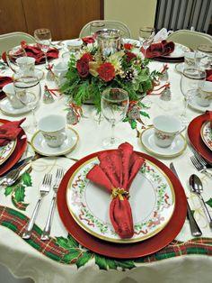CHRISTMAS TABLE SETTINGS | 24 Christmas Table Settings - GrandparentsPlus.com