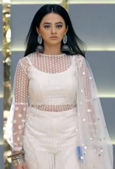 Indian Bridal Outfits, Pakistani Bridal Dresses, Indian Fashion Dresses, Pakistani Dress Design, Indian Designer Outfits, Girls Fashion Clothes, Designer Dresses, Fashion Outfits, Simple Kurta Designs
