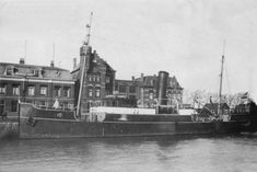 Het uit de Lekhaven vertrokken bewakingsvaartuig 'BV 19a'   (het v.m. stoomloodsvaartuig 'nr. 19')  http://koopvaardij.blogspot.nl/2016/05/11-mei-1940.html