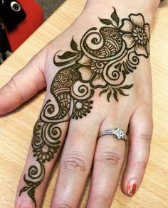 Mehndi henna designs are always searchable by Pakistani women and girls. Women, girls and also kids apply henna on their hands, feet and also on neck to look more gorgeous and traditional. Henna Hand Designs, Mehndi Designs Finger, Henna Tattoo Designs Simple, Latest Arabic Mehndi Designs, Mehndi Designs For Kids, Mehndi Designs For Beginners, Modern Mehndi Designs, Mehndi Designs For Fingers, Beautiful Mehndi Design
