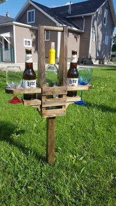 Backyard Beer and Wine Caddy by BadgerwoodCreations on Etsy Backyard Games, Backyard Patio, Backyard Landscaping, Outdoor Yard Games, Small Backyard Decks, Backyard Camping, Diy Pallet Projects, Outdoor Projects, Wood Projects