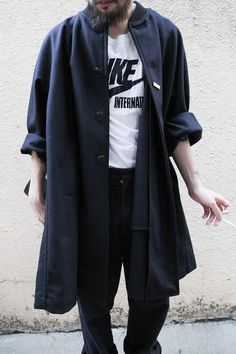 Dressed up Nike t-shirt with oversized black coat Look Fashion, Teen Fashion, Fashion Models, Fashion Trends, Winter Outfits, Summer Outfits, Casual Outfits, Curvy Petite Fashion, La Mode Masculine