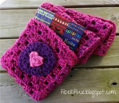 Book Lovers Shawl (Free Crochet Pattern) Super cozy wrap with a pocket for a book too! (via Fiber Flux)