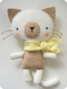 Felt Cat Pattern | PDF pattern Felt kitty with scarf. DIY cat softie by iManuFatti