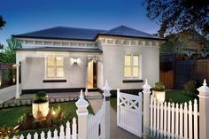 Canny Renovations in Hawthorn, Melbourne, Australia Exterior Colors, Exterior Design, Exterior Paint, Painted Brick Exteriors, Trinity House, Weatherboard House, Facade House, House Facades, Modern Cottage