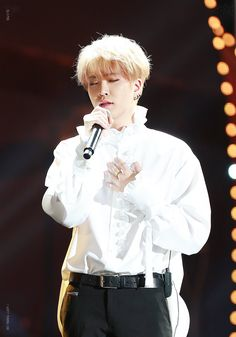 That stage gave me FEELS. His voice is A.W.E.S.O.M.E  #youngjae #got7 GDA