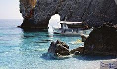 """جزيرة """"كوكوناريس"""" تتميز بالمقاهي المميزة لتناول المشروبات: تعد جزيرة سكياثوس واحدة من أكثر الجزر اليونانية جمالًا، تقع ضمن أرخبيل سبوراديس…"""