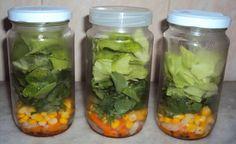 Salada de vidro - maneira prática de preparar salada para a semana toda