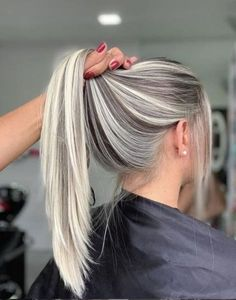 AirTouch Technique: What it is, How it's Done, and Why Your Clients Will be Saying Bye-Bye to Traditional Balayage - peinados - Accesorios para Cabello Frontal Hairstyles, Cool Hairstyles, Blonde Hairstyles, Winter Hairstyles, Medium Hairstyles, Halloween Hairstyles, Hairstyle Short, Ponytail Hairstyles, Baby Blond