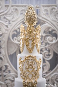The Global Authority on Luxury Weddings Extravagant Wedding Cakes, Big Wedding Cakes, Elegant Wedding Cakes, Wedding Cake Designs, Bling Wedding, Wedding Flowers, Outdoor Wedding Decorations, Wedding Centerpieces, Cupcakes