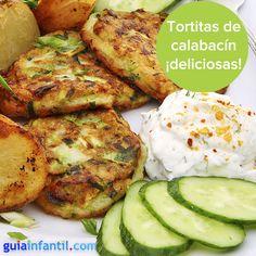 Tortitas de calabacín, la mejor forma de conseguir un plato sano y rico. http://www.guiainfantil.com/recetas/verduras/fritas/tortitas-de-calabacin-recetas-con-verduras-para-ninos/
