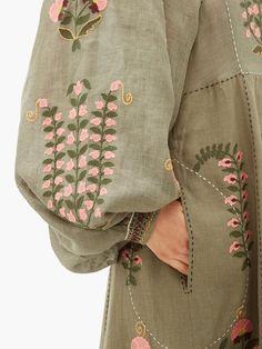 Embroidery Boutique, Shirt Embroidery, Embroidery Patterns, Fashion Drawing Dresses, Fashion Dresses, Kurta Designs Women, Fashion Details, Fashion Trends, Womens Fashion