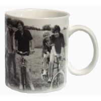 Official One Direction Merchandise by GMS Dimensions approx x One Direction Gifts, One Direction Merch, Mugs, 1direction, Concerts, Real Life, Room Ideas, Chicago, Pop