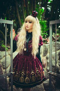 Aristocrat lolita- red velvet,  crown