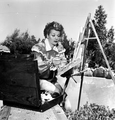 Acting and comedy weren't Lucille Ball's only creative pursuits. At home, she took up painting.