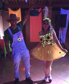 Easy DIY Halloween Costumes for Couples That Are So Funny Clever Couples Halloween Costumes, Halloween Inspo, Cute Costumes, Halloween Outfits, Halloween Diy, Cosplay Costumes, Halloween Parejas, Fantasias Halloween, Halloween Disfraces