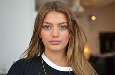 Foundation: Lumi magique- Loreal. Rouge: Solpuder- Guerlain och rosa rouge- Her blooming cheek MAC. Ögonbryn: Eyebrow gel Helena Rubinstein....