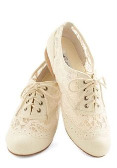 White lace brogues (So beautiful, I love this!) /Love beautiful, comfortable and a touch of love flats! Will absolutely wear comfortable flats or a beautiful white oxfords. With a touch of sparkles, lace and ribbons.