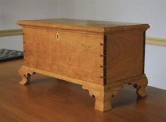Small dovetailed Chest - Reader's Gallery - Fine Woodworking #woodworkingchest  #FineWoodwork